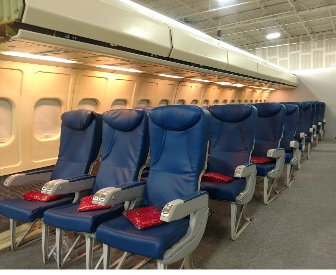 RJR Props - Airplane seats - business class - blue leather - 2